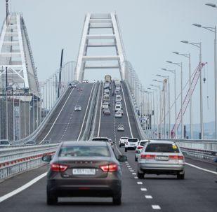 俄克里米亚大桥运营一年来通行500万辆汽车