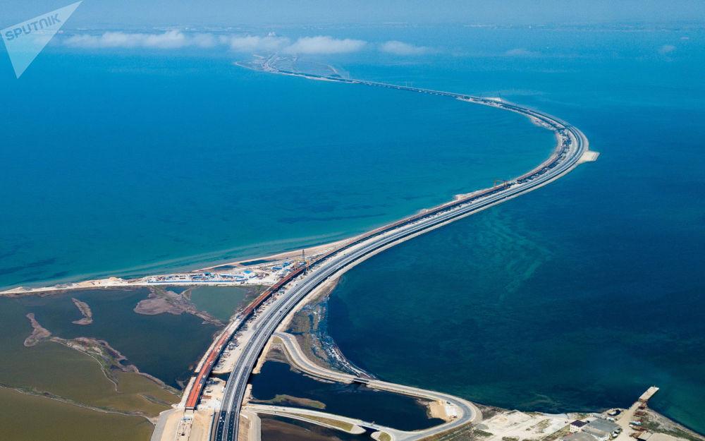 通往克里米亞大橋的公路