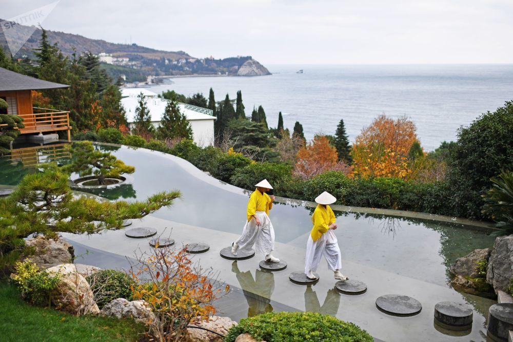 「日本庭園」開園儀式上的演員