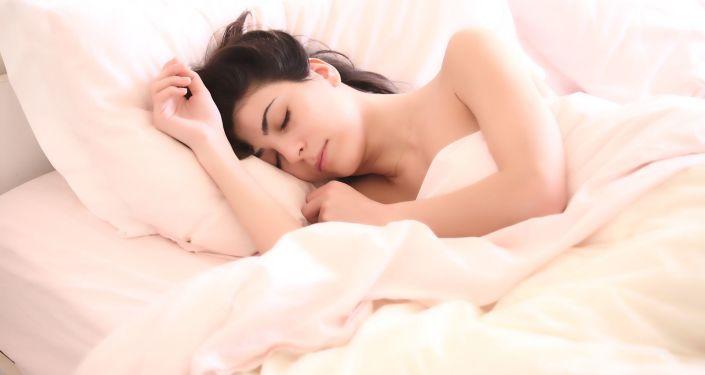 科学家阐明了最有害的睡姿