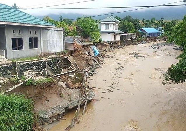 印尼东部洪水致40多人丧生