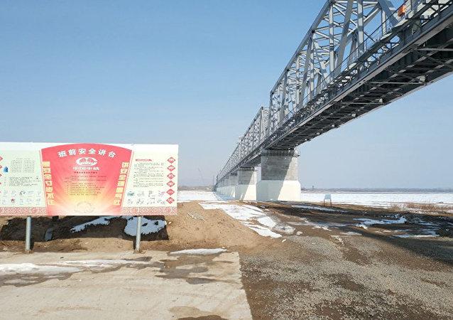专家:同江中俄铁路大桥钢梁合龙在即 大桥将于7月份实现贯通有望年内试运行