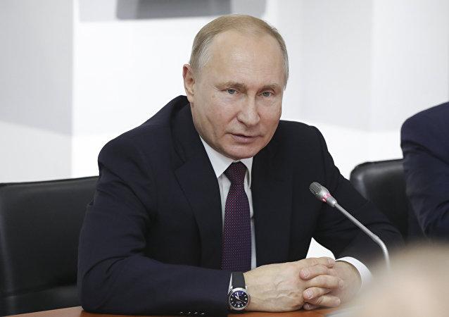 出于国家利益做出接纳克里米亚加入俄联邦的决定и.