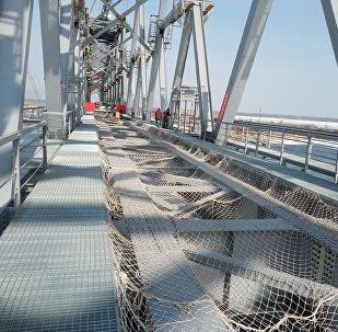 同江中俄铁路大桥主体部分顺利合龙
