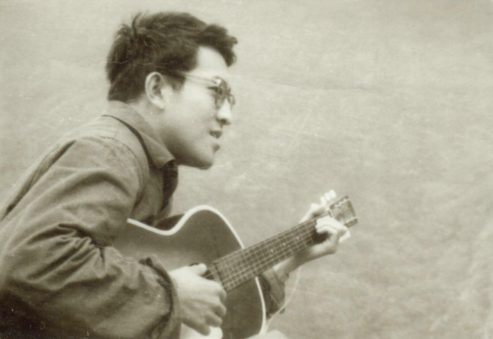 从小田浩江就能听到俄罗斯和苏联的音乐。部分原因,就是在他年轻时收集的歌曲中,几乎一半是苏联歌曲。其中包括《小路》、《山楂树》、《我亲爱的母亲》等等。