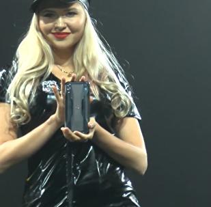 小米公司在北京宣佈推出自己的黑煞2遊戲智能手機