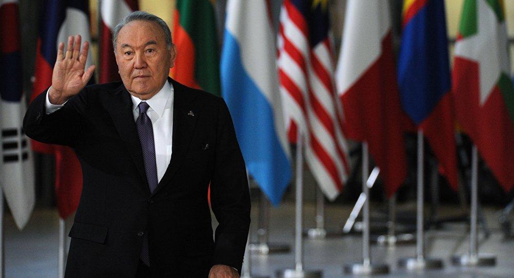 哈薩克斯坦民眾對納扎爾巴耶夫辭職的反應