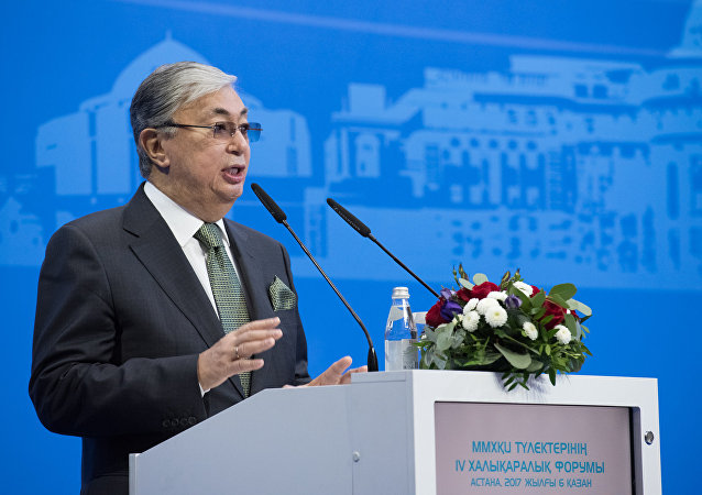 哈萨克斯坦新上任总统托卡耶夫向共和国人民宣誓