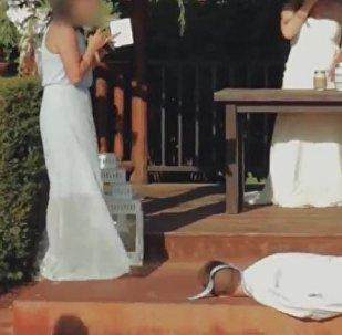 新娘朋友婚礼献唱 伴郎昏厥