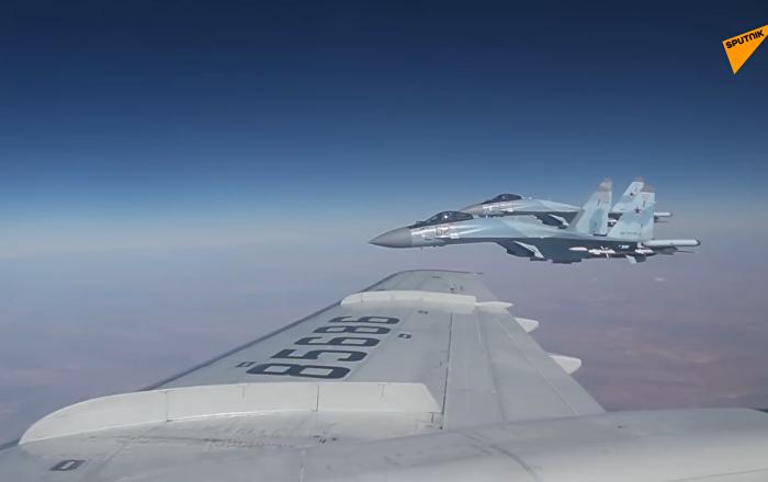 俄罗斯国防部发布一段绍伊古在叙上空飞行视频