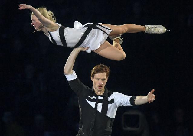叶夫根尼娅·塔拉索娃和弗拉基米尔·莫罗佐夫(资料图片)