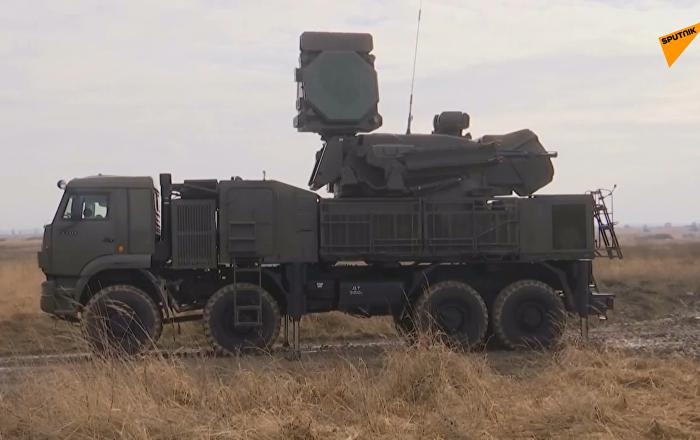"""俄""""铠甲-S1""""防空系统进行实弹演练"""