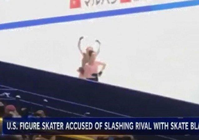 美花样滑选手用冰刀划人登上视频