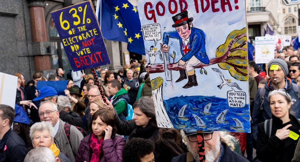 數萬人在倫敦遊行要求對英脫歐舉行二次公投