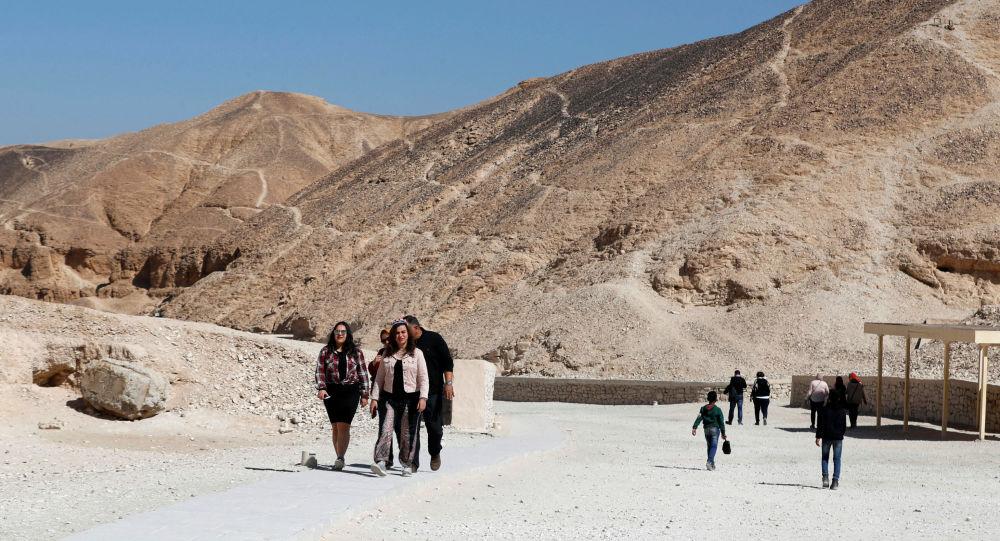 埃及安全部隊從沙漠中救出11名中國遊客