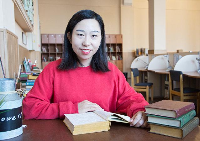 南乌拉尔州立大学语言学和国际通讯学院的学生赵腾腾