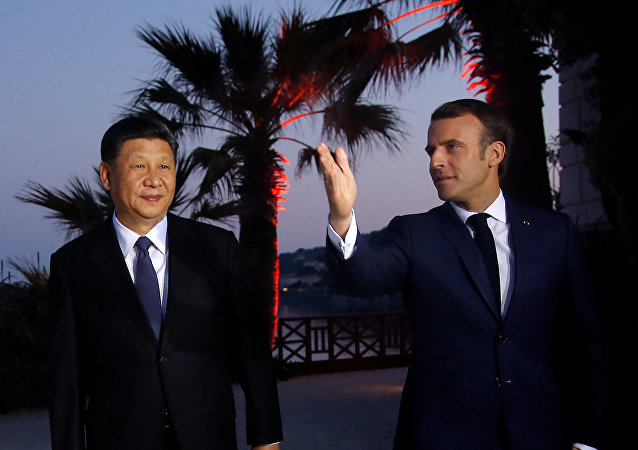 French President Emmanuel Macron welcomes Chinese President Xi Jinping at the Villa Kerylos in Beaulieu-sur-Mer, near Nice