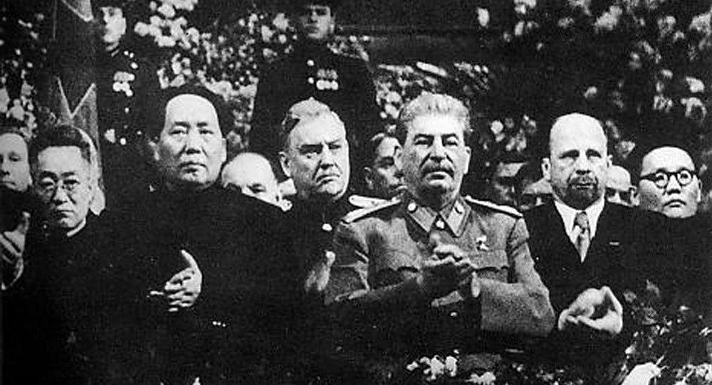 斯大林和毛泽东(资料图片)