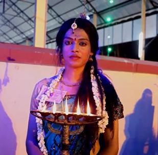印度數千男子穿紗麗