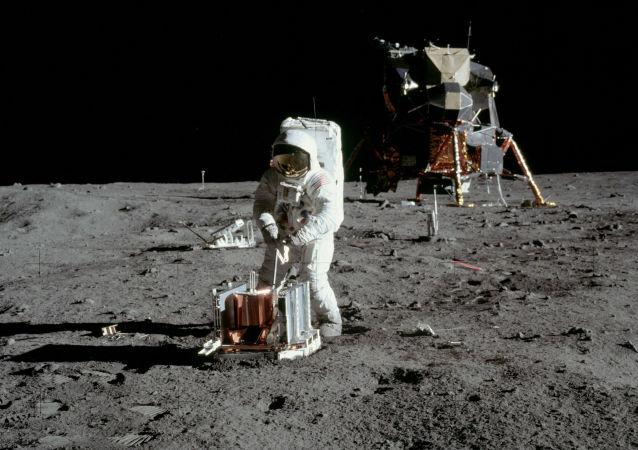 美国宇航局:宇航员进入太空对国际空间站进行维护