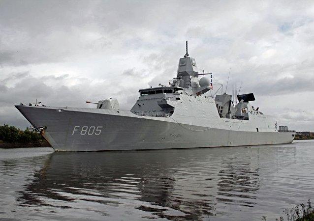 """北约""""海上盾牌""""演习参演战舰编队进入黑海"""