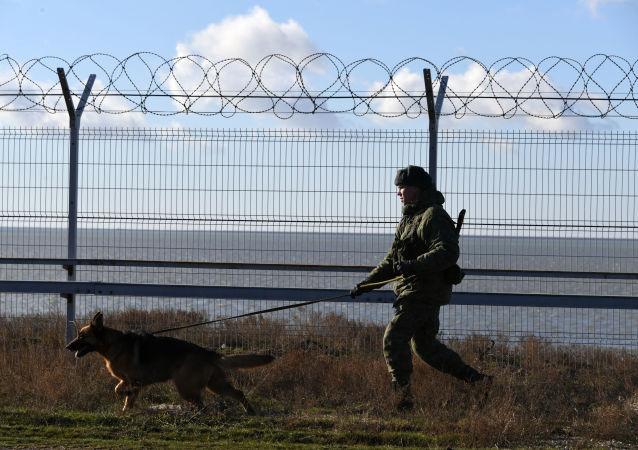 克里米亚与乌克兰接壤边界地带加强戒备