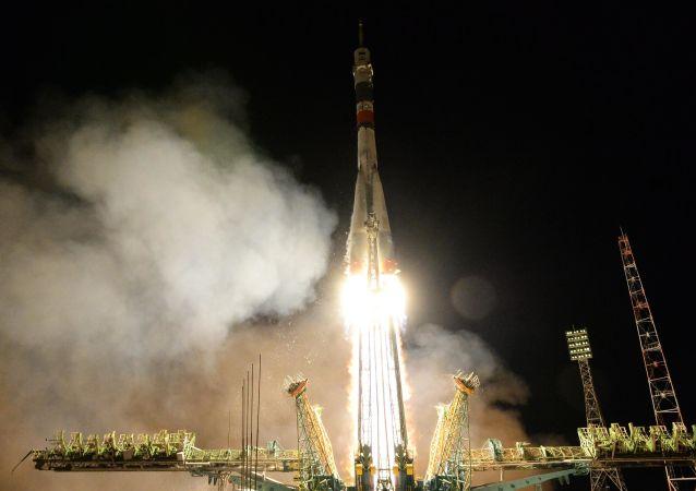 俄救援人員籌備發射載有機器人的聯盟MS-14號飛船