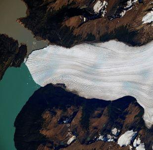 位于南美洲巴塔哥尼亚国家冰川公园内的佩里托·莫雷诺冰川