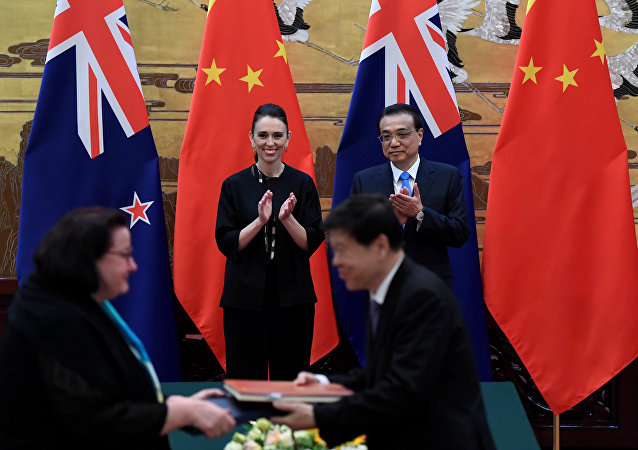 新西兰总理同中国国务院总理李克强举行会谈