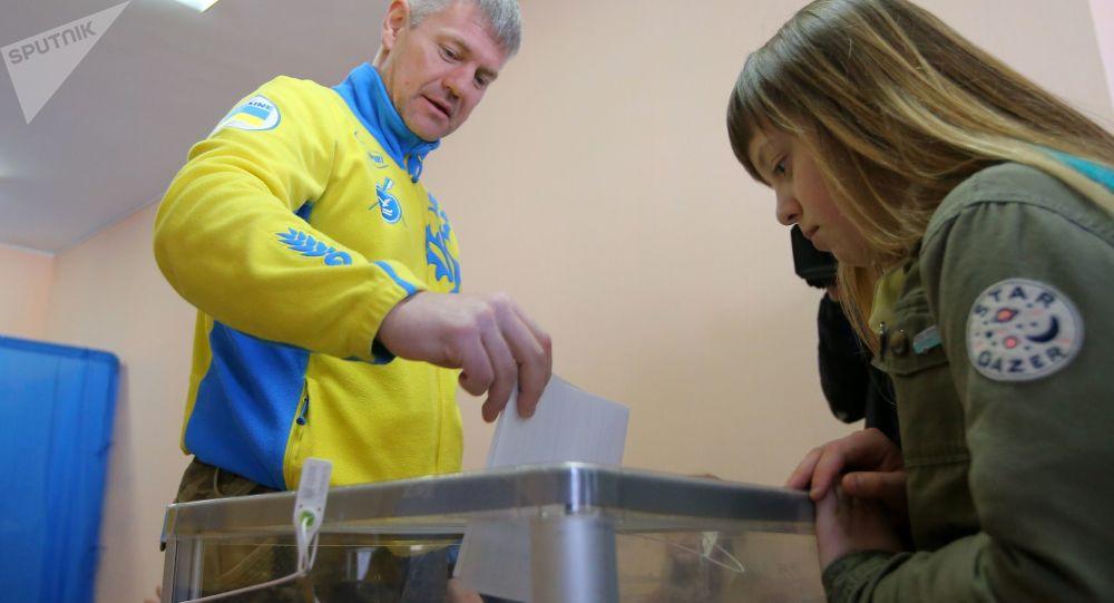 乌克兰第二轮总统选举的投票站已开放