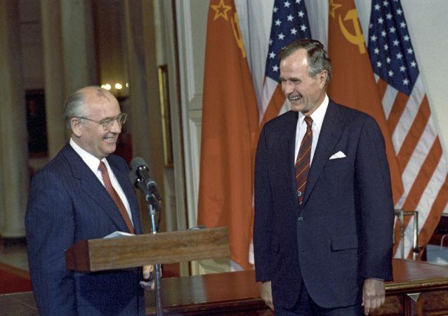 前苏联总统米哈伊尔∙戈尔巴乔夫与美国总统老布什