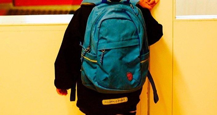 一小學生讀完百科全書後去環球旅行