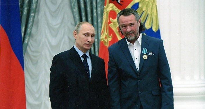 普京,基霍米洛夫(从左至右)