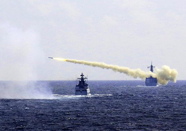 中国在南海全水域展示打击水上目标能力