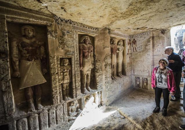 埃及发现早期法老时期被盗墓葬