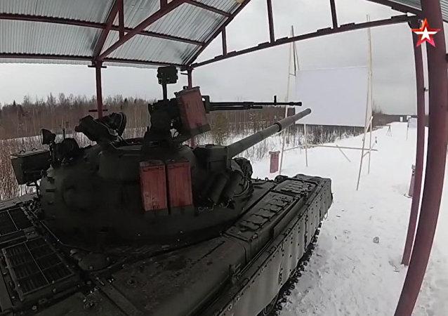 T-80坦克射圓木視頻曝光