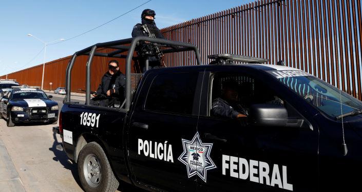 墨西哥一军队巡逻队遇袭致15人死亡