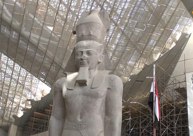 古埃及法老拉美西斯二世雕像在索哈杰揭幕