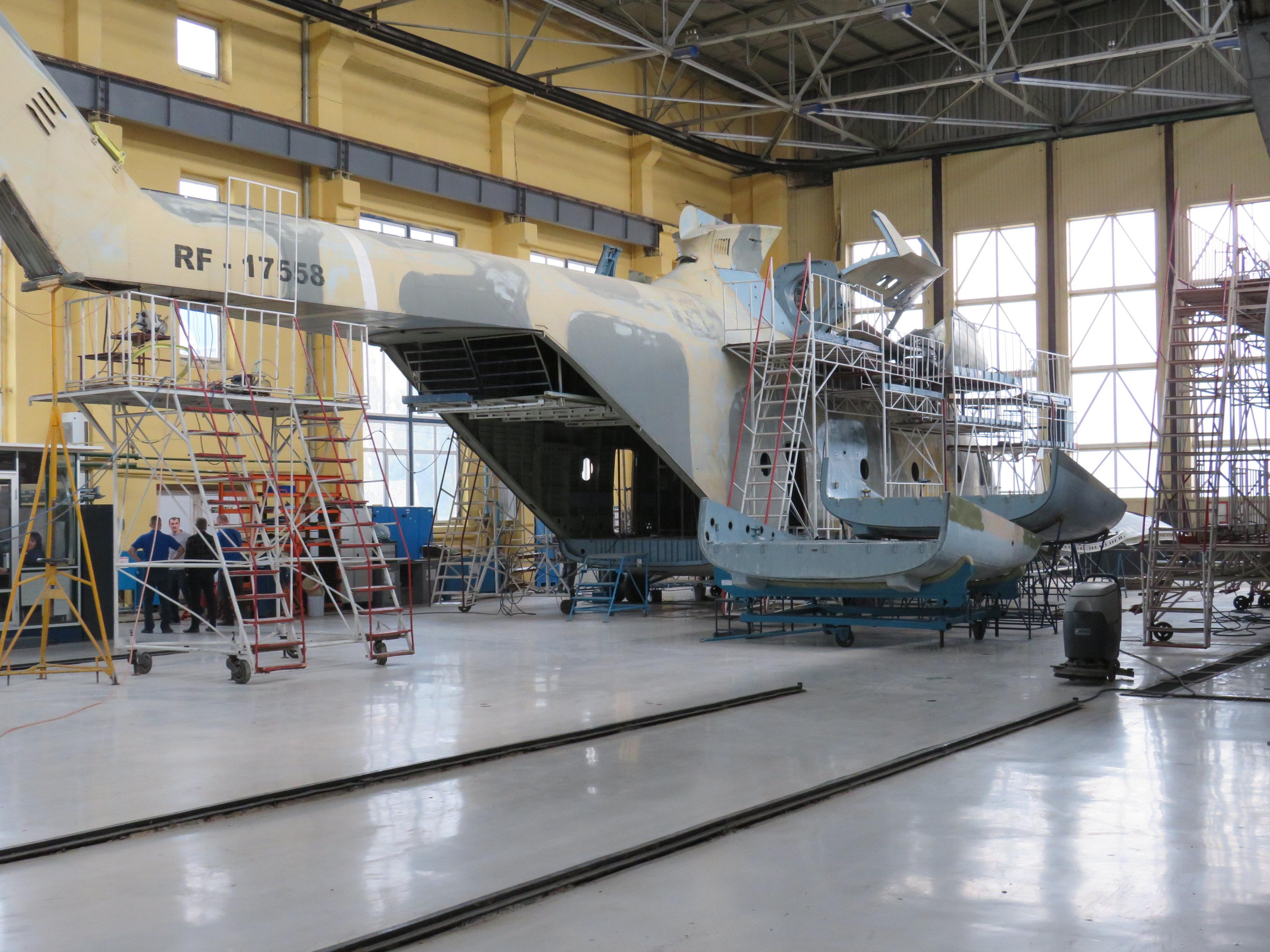 造好的米-26机身在装配前
