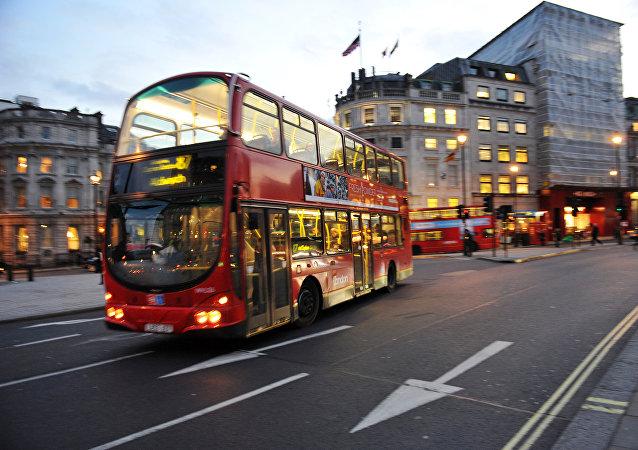 英國遊客可以生活在60年代的雙層巴士里