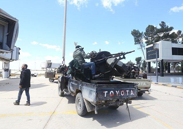 利比亚国民军空袭的黎波里唯一还在运转的机场