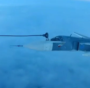 蘇-30SM和蘇-34同時空中加油