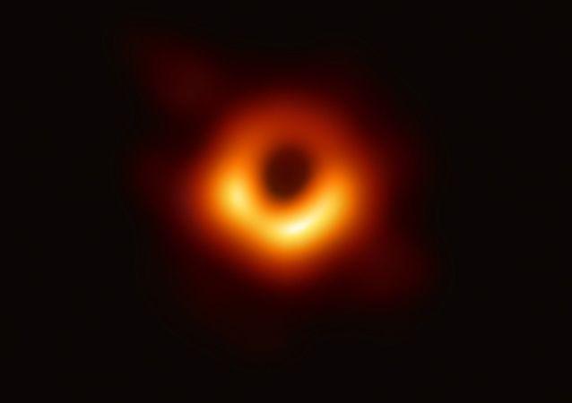 人類首次「看到」了黑洞