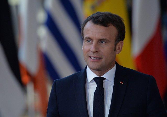 """法国总统宣布将于近期与普京举行""""长时间、内容丰富的谈话"""""""