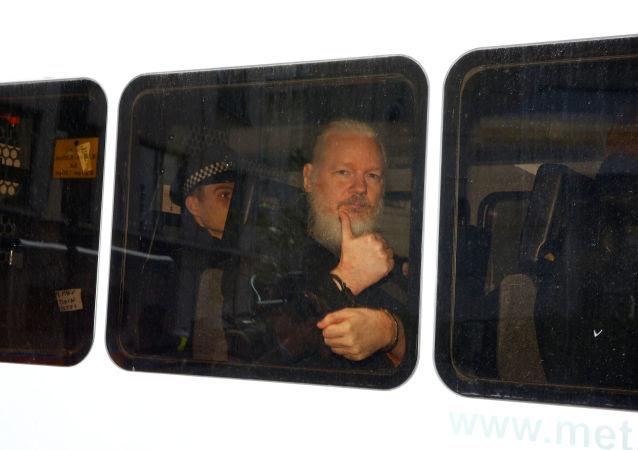 阿桑奇倫敦被捕 中國外交部回應望妥善處理這一問題