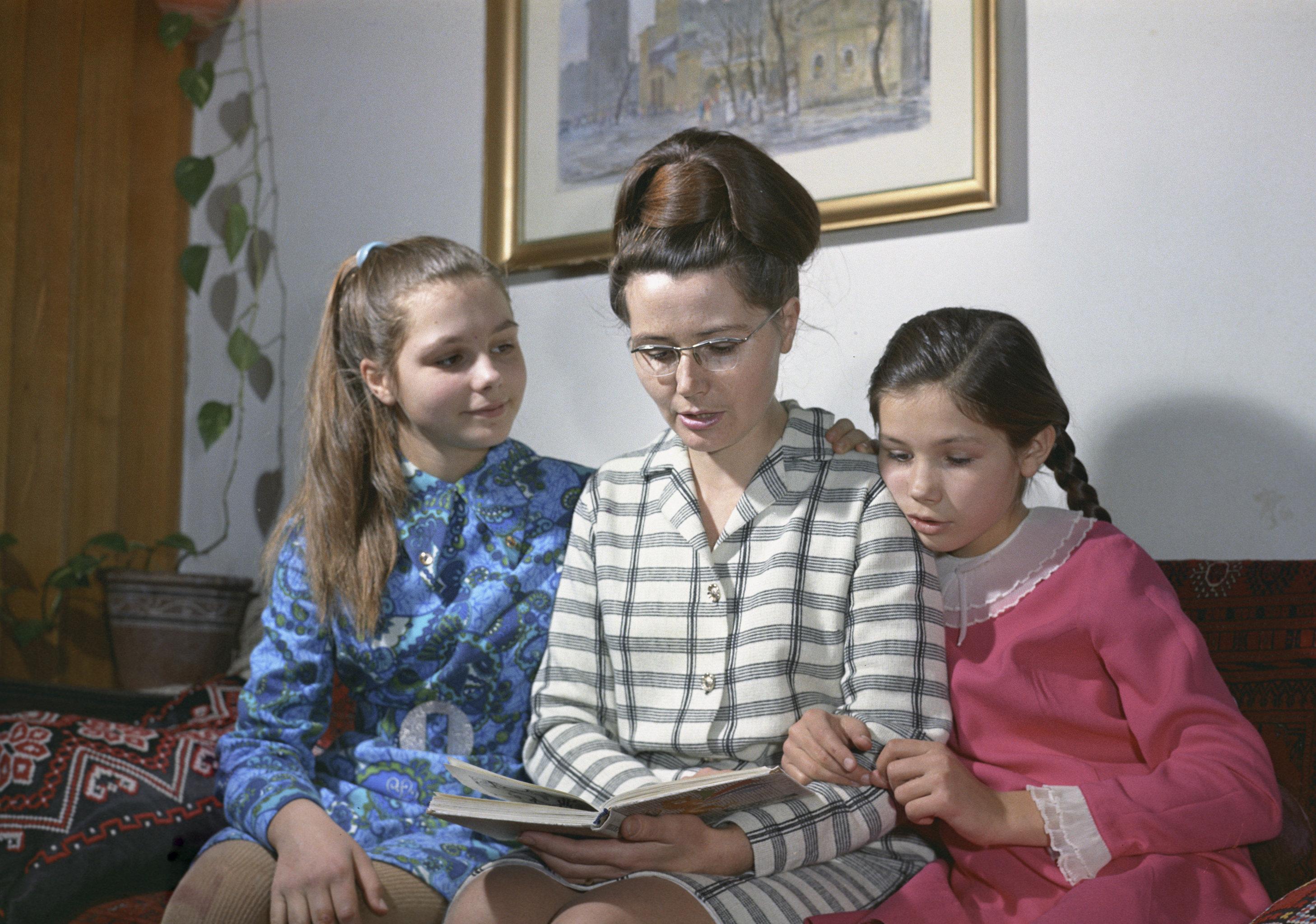 1971年,瓦莲金娜·加加林娜和女儿们