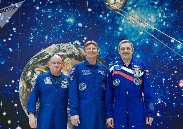 俄航天員:外星人從未在國際空間站外敲窗問候我們