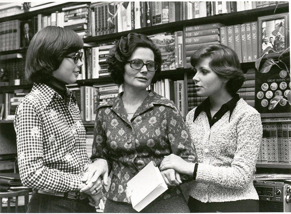 1974年,瓦莲金娜·加加林娜和女儿们