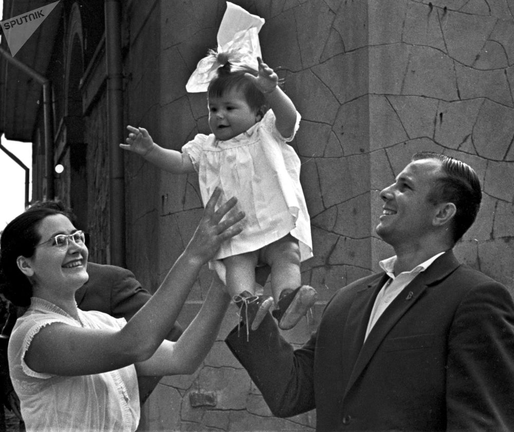 尤里·加加林与妻子和女儿在克里米亚度假