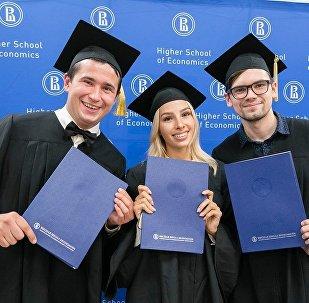 高等經濟大學碩士畢業生